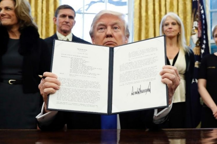 Trump Mulls New Executive Order to Replace Travel Ban