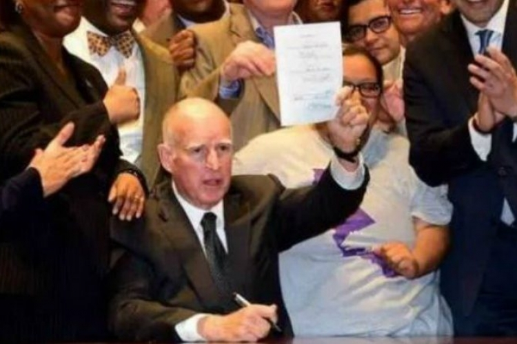 California Governor Signs 'Sanctuary State' Bill in Response to Trump's Immigration Policy