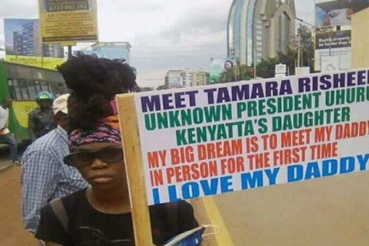Photo of a Placard Carrying Woman Claiming to be President Uhuru's 'Uknown' Daughter Goes Viral Online