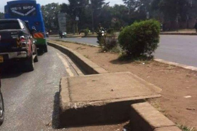 Photo of Dangerously Protruding Manhole on Busy Road in Nairobi Goes Viral on Social Media