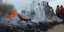Chaos in Kisumu as Irate Youth Burn President Uhuru's Billboard